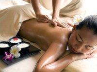 Особенности и польза аювердического массажа